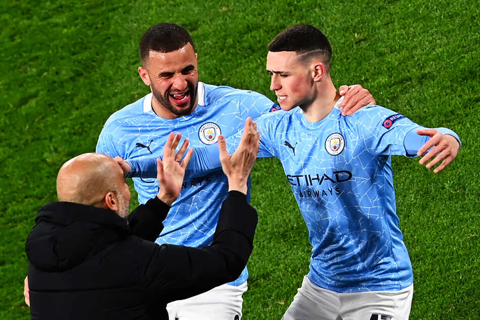 Phil Foden (r.) und Riyad Mahrez (M.) schossen Manchester City beim BVB zum Auswärtssieg und ins Halbfinale der Champions League.