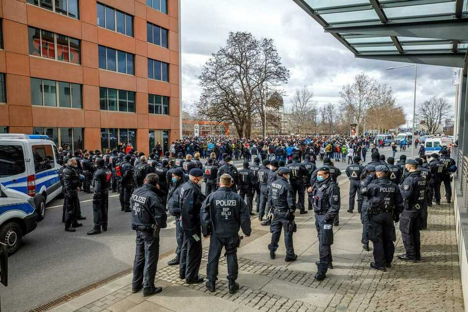 Am Samstag hatten Hunderte Demonstranten in Dresden gegen die Corona-Maßnahmen protestiert.
