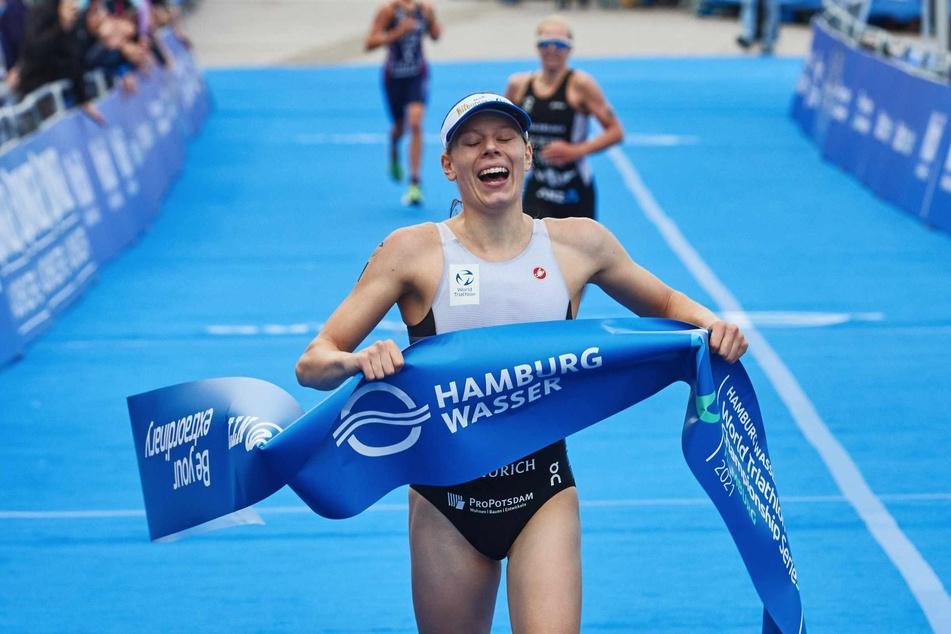 Hamburg: Triathlon-Weltserie in Hamburg: Deutsche Laura Lindemann feiert Heimsieg