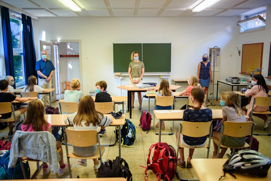In Schlewsig-Holstein startete am heutigen Montag die Schule. In Israel soll es am 1. September so weit sein.