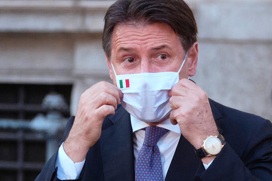 Giuseppe Conte ist der Ministerpräsident von Italien.