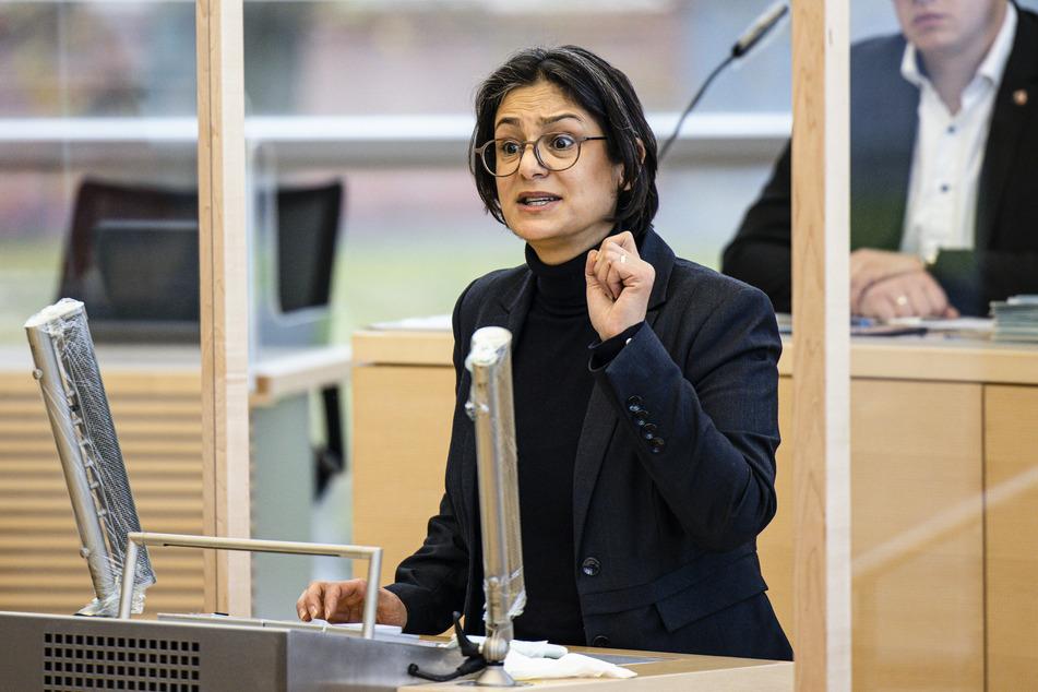 Die SPD-Landesvorsitzende von Schleswig-Holstein, Serpil Midyatli (45), spricht im Landtag.