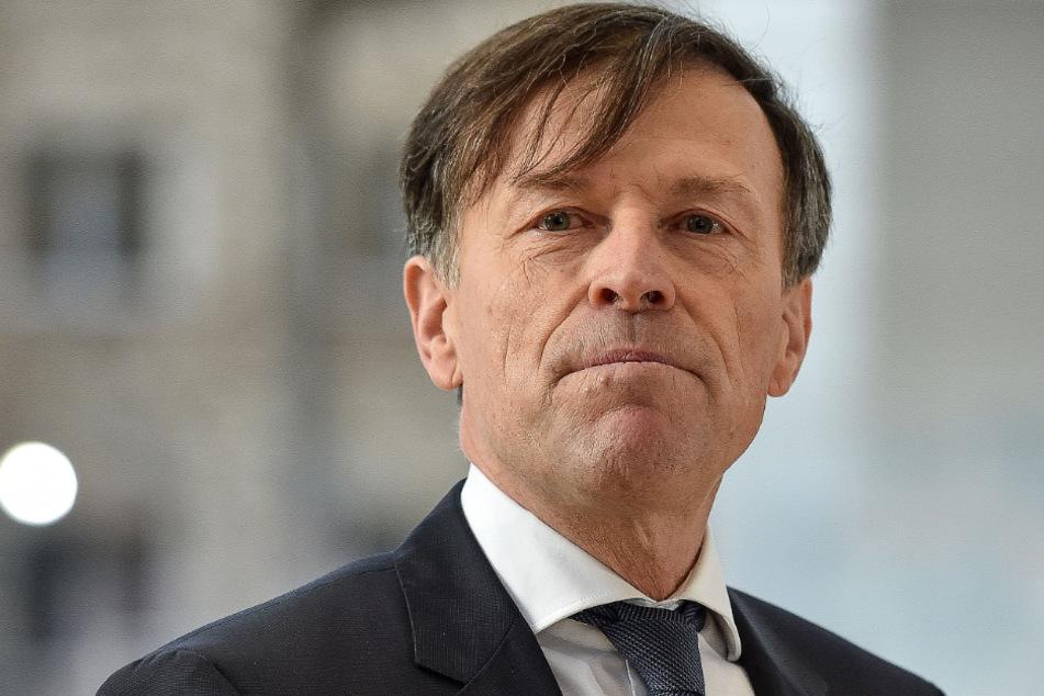 Landtagspräsident Matthias Rößler (65, CDU) wollte die Sitzungen abblasen, das Notparlament einberufen.