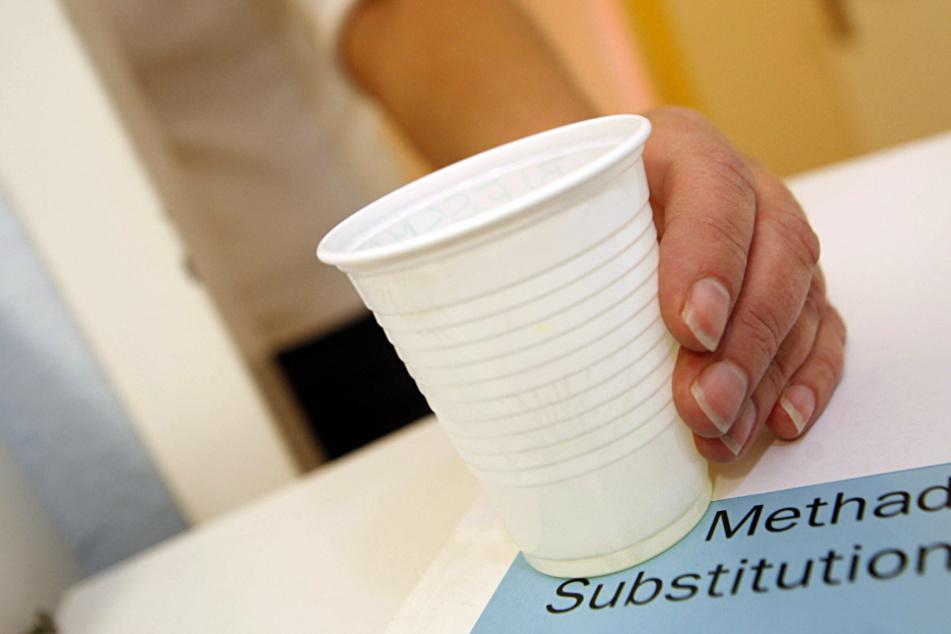 Frau bewahrt Methadon in Sirup-Flasche auf: Teenager (16) trinkt daraus und stirbt