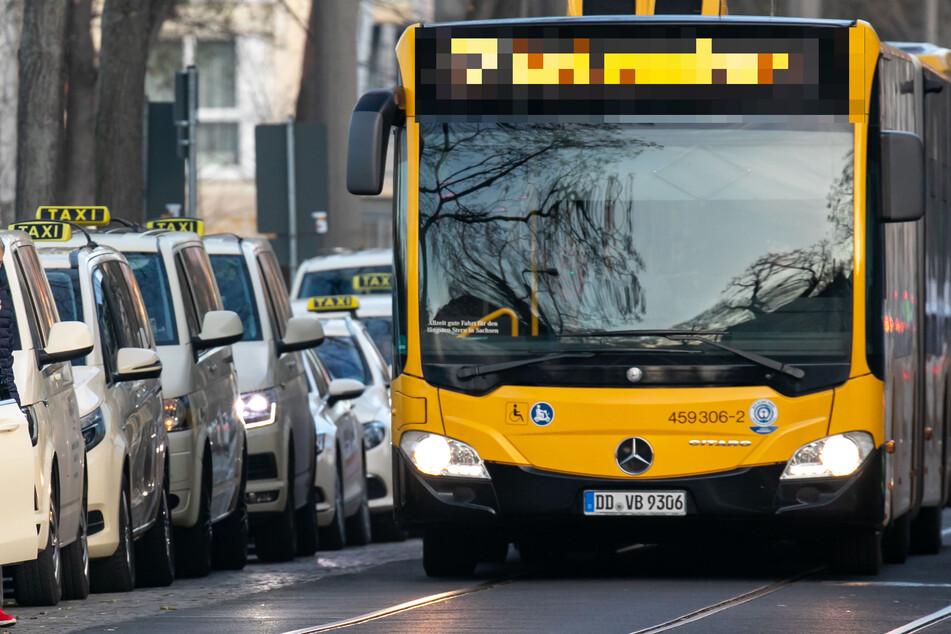 Dresden: Mann entblößt sich vor Schülerin (10) im Bus und beginnt, an sich herumzuspielen