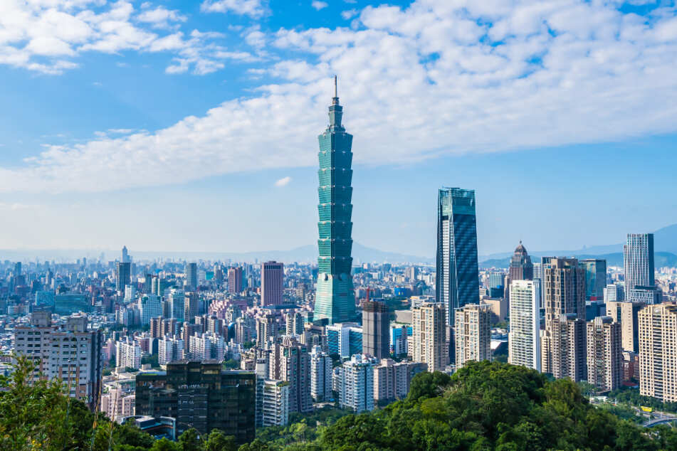 Blick über die Skyline der Metropole Taipeh (Hauptstadt von Taiwan).