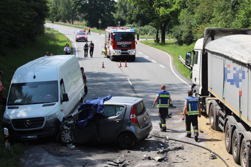 Eine 84 Jahre alte Autofahrerin ist bei einem Unfall im Oberpfälzer Landkreis Regensburg ums Leben gekommen.