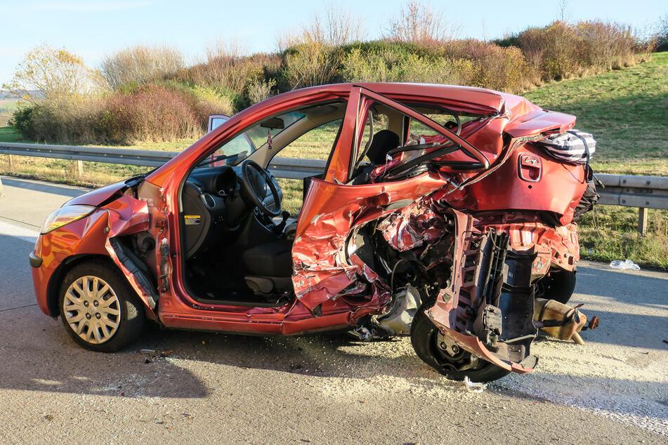 Unfall A72: A72 gesperrt: Zwei Verletzte bei schwerem Unfall