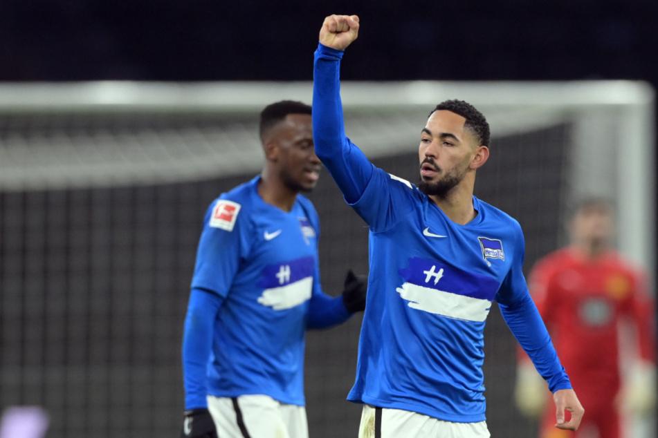 Herthas Matheus Cunha (r) jubelt neben Dodi Lukebakio über seinen Treffer zum 1:0 gegen Borussia Dortmund. Der Brasilianer wird wohl auch in Köln fehlen.