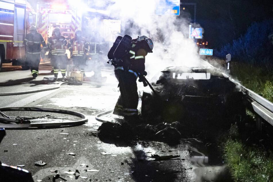Der Lamborghini fing Feuer und brannte dann vollständig aus. Glücklicherweise war der Fahrer zuvor ausgestiegen.