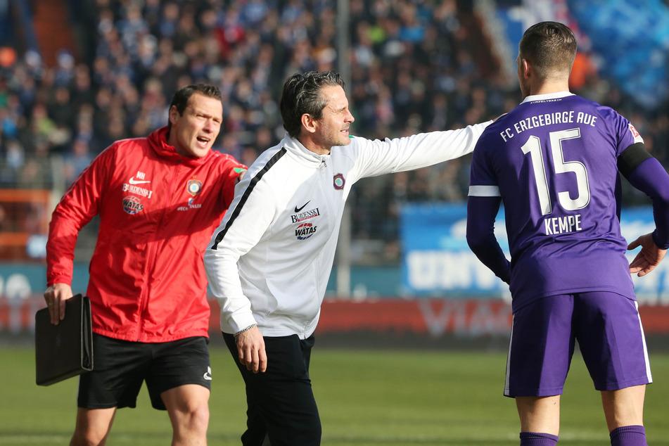 Auf die Erfahrung eines Dennis Kempe (r.) muss FCE-Coach Dirk Schuster in der neuen Saison verzichten.
