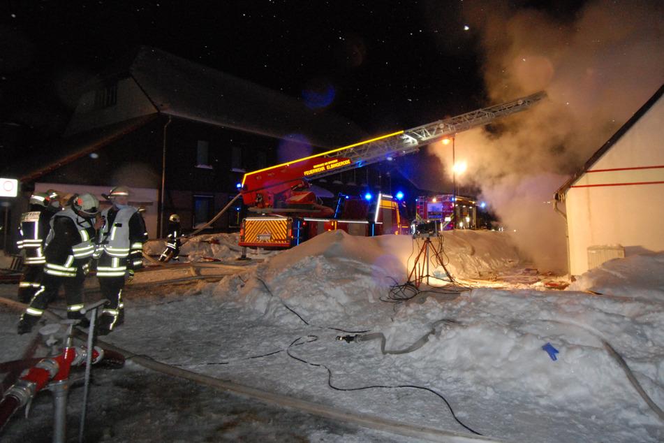 Bei einem Hausbrand im Landkreis Harz ist am Montagabend ein 26-Jähriger gestorben.