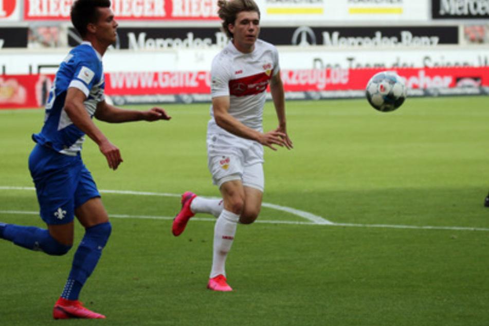 Luca Mack (rechts, 20) bei seinem ersten Zweitliga-Einsatz am letzten Spieltag der Saison 2019/20 gegen den SV Darmstadt 98.
