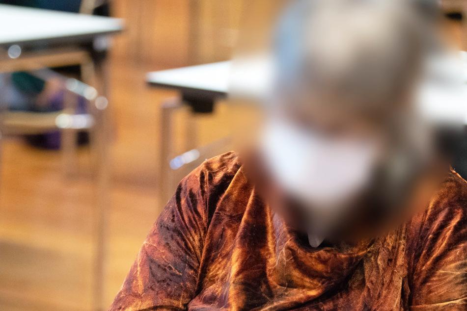 Die mittlerweile 74 Jahre alte mutmaßliche Sekten-Chefin wurde im September 2020 zu lebenslanger Haft verurteilt, ging aber in Revision.
