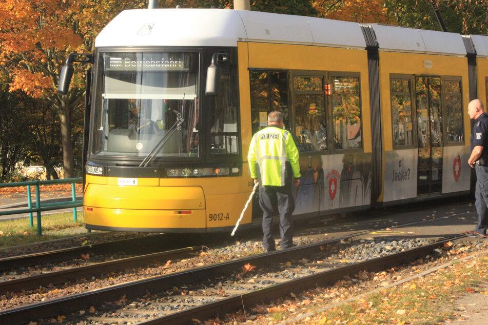 Mann (71) verletzt sich schwer bei Tram-Unfall in Hellersdorf
