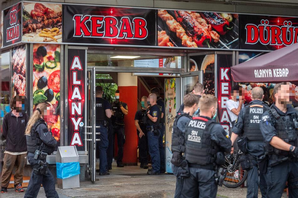 Die Beamten erwischten mehrere Personen, die Drogen bei sich hatten.