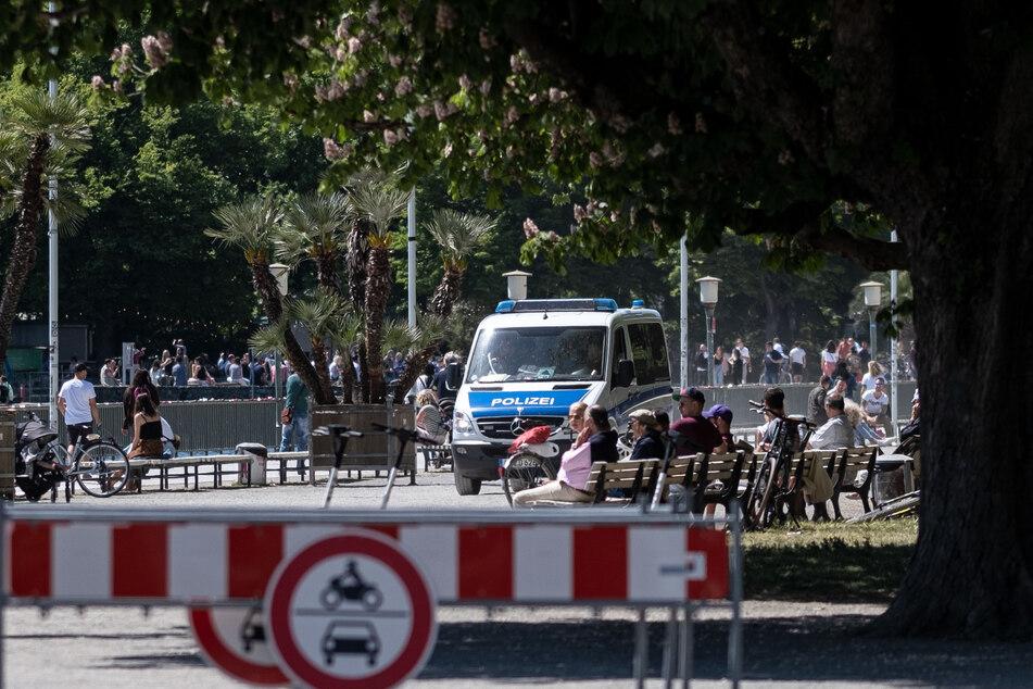 Die Polizei beobachtet die Hotspots auf Einhaltung der Corona-Schutzmaßnahmen am Maschsee.