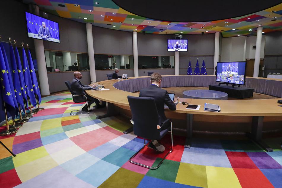 Charles Michel (45, l), Präsident des Europäischen Rates, leitet eine EU-Videogipfel am Sitz des Europäischen Rates.