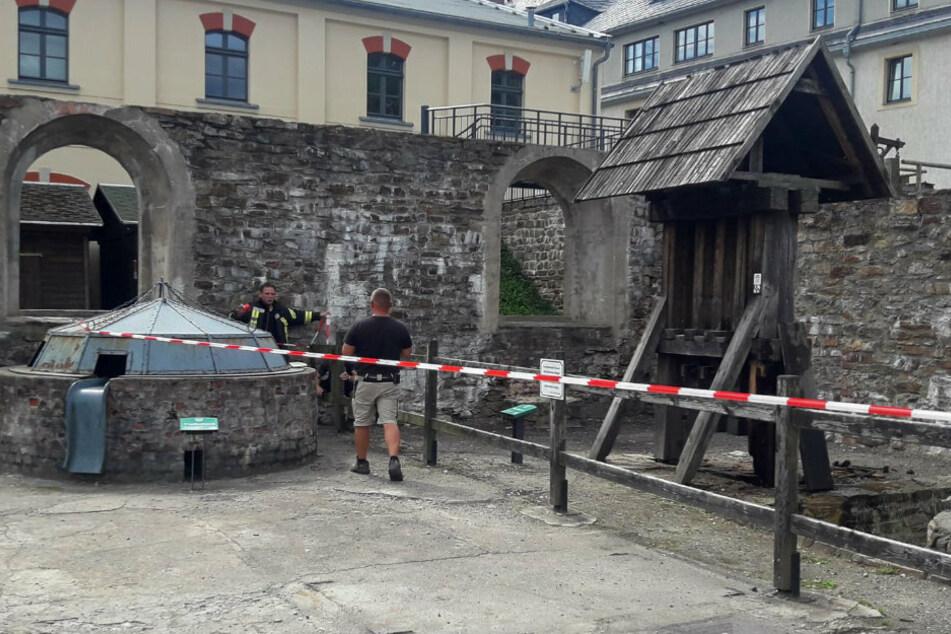 Erzgebirge: Historisches Holzdenkmal geht in Flammen auf
