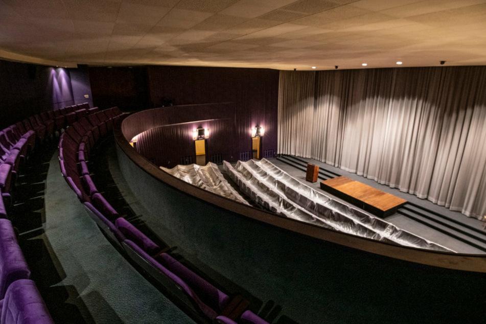Im gut gelüfteten Kinosaal des Metropol finden bis zu 90 Gäste Platz. Es gibt keine Mundschutz-Pflicht, aber einen Abstands-Radius von 1,5 Metern.