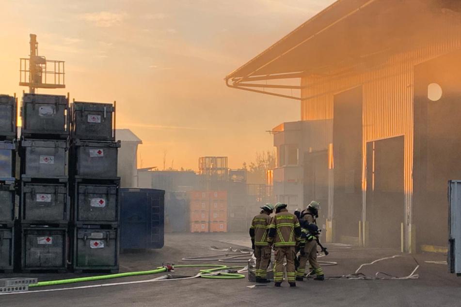 Feuer in Mineralöl-Firma: Maschine geht in Flammen auf