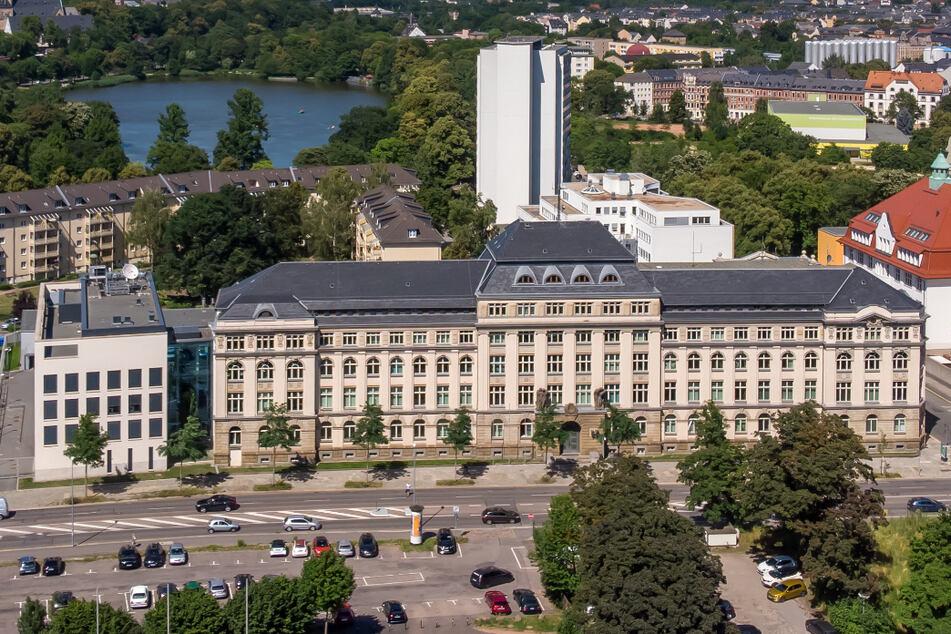 Rassismus-Skandal in Chemnitz: Staatsanwalt nennt Details zu mutmaßlicher Polizei-Attacke