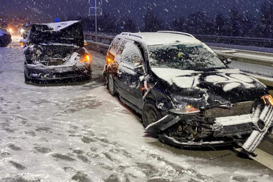 Extreme Glätte: Drei Autos rauschen auf der A14 ineinander!