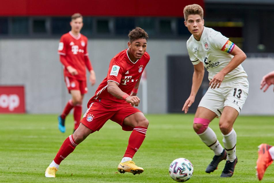 Franz Roggow (18, rechts) ist erst in dieser Saison zu den St.-Pauli-Profis in die 2. Liga gewechselt.