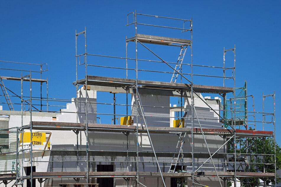 Ein Neubau in NRW wird aufgrund steigender Baukosten immer teurer.