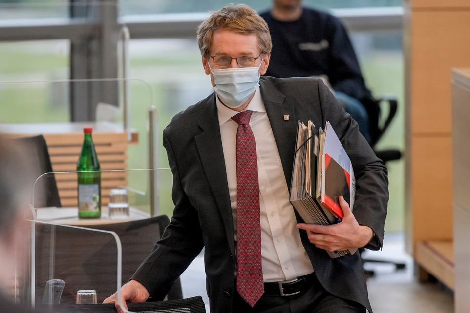 Ministerpräsident Daniel Günther (47) will Lockerungen durchsetzen.