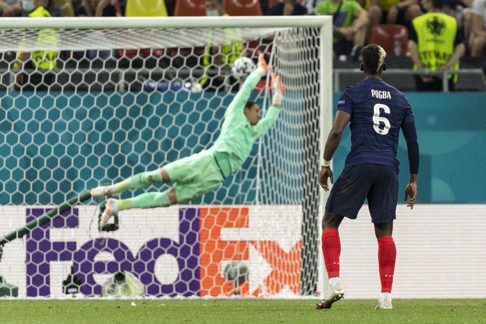 Wunderschön: Paul Pogba (r.) lässt Yann Sommer mit seinem Ausnahmeschlenzer keine Chance und trifft zum 3:1 für Frankreich.