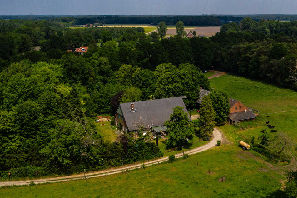 """Ansicht des Hauses, wo der Fernsehsender RTL das """"Sommerhaus der Stars"""" drehen wird (Aufnahme mit Drohne). Das Sommerhaus der Stars wird in diesem Jahr erstmals nicht im Ausland aufgezeichnet, sondern wegen der Corona-Pandemie in Deutschland."""