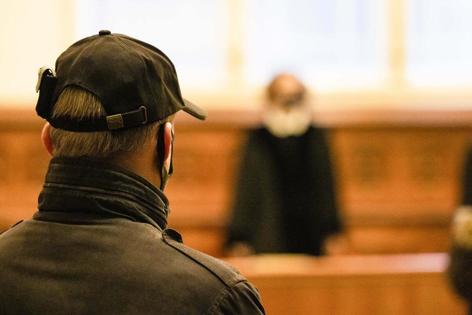 Urteil gefallen! Mann hortete tonnenweise Kriegswaffen im Haus