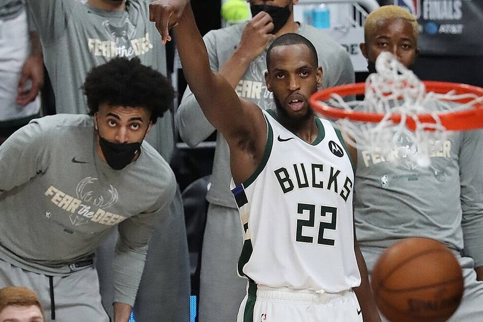 NBA Finals: Bucks battle hard in Game 4 against the Suns to tie the series