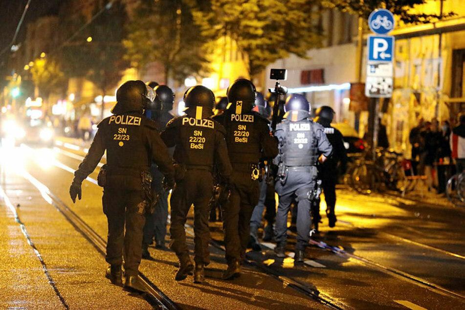Randale am Donnerstag: Im Eisenbahnstraßen-Kiez kommt es nach der Räumung eines besetzten Hauses zur ersten Gewalt-Nacht.