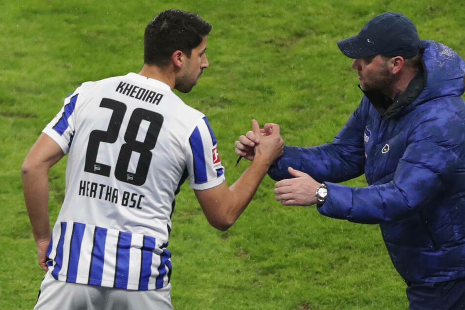 Mit seiner Erfahrung agiert Sami Khedira (34, l.) auf dem Platz als verlängerter Arm seines Trainers Pal Dardai.