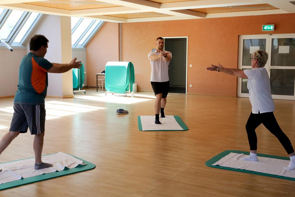 In der Median Klinik findet eine Atemgymnastik statt.