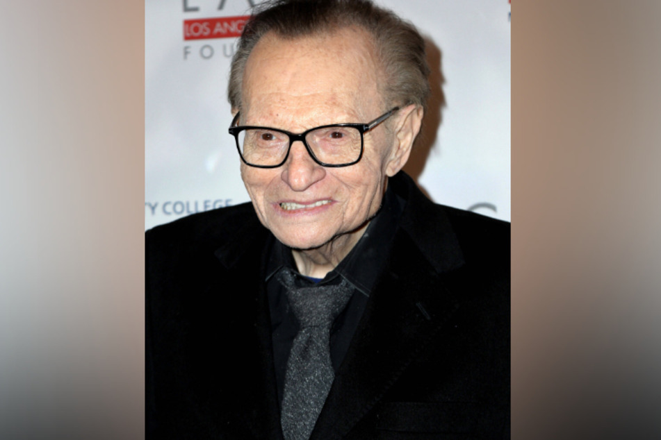 Talk show host Larry King hospitalized with Covid-19!