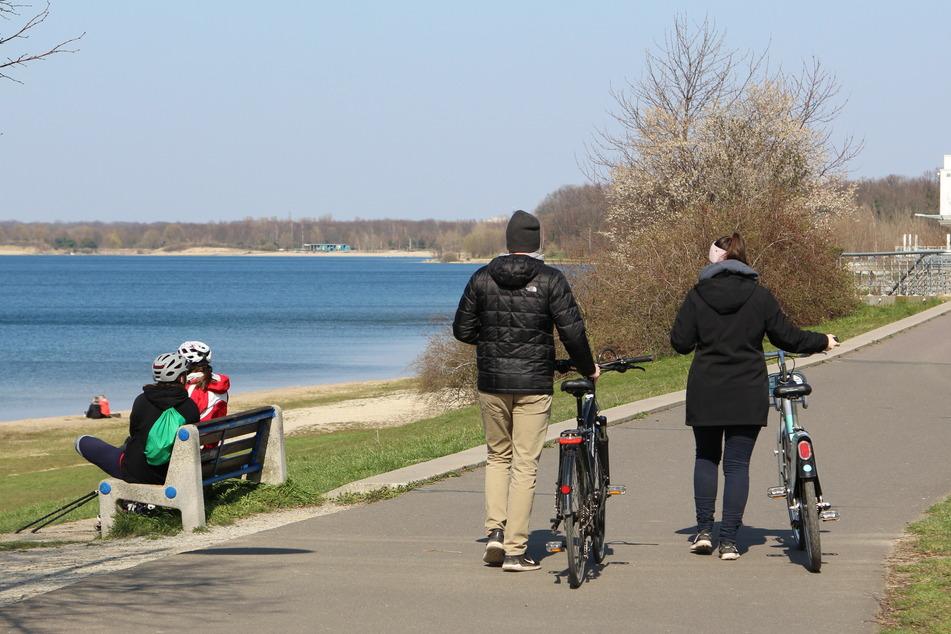 Auch am Donnerstag nutzten wieder viele Radfahrer, Jogger und Inline-Skater, um am Ufer ihre Freizeit zu verbringen.