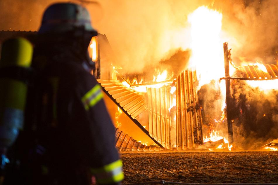 Brand mit meterhohen Flammen, doch Feuerwehr hat kein Löschwasser