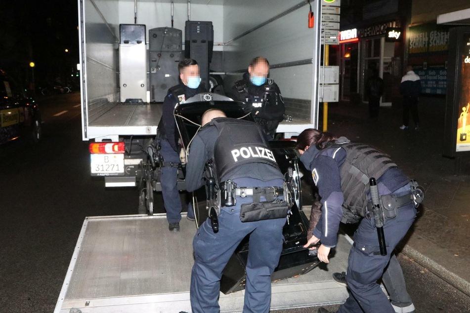 Es wurden mehrere Spielautomaten beschlagnahmt.