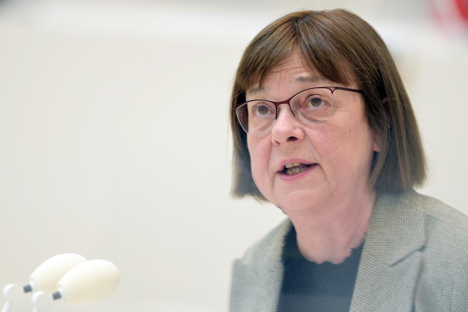 Ursula Nonnemacher steht wegen der E-Auto-Affäre in der Kritik. Mit der vergessenen Jacke sorgt die Gesundheitsministerin für die nächsten negativen Schlagzeilen.