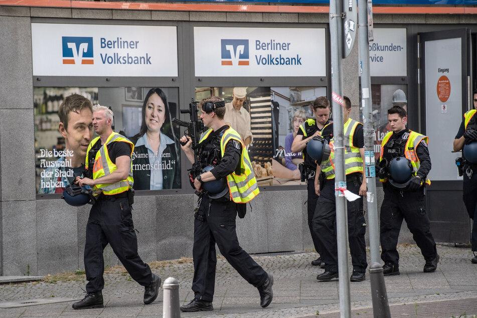 Mehrere Täter sollen versucht haben, eine Bankfiliale zu überfallen.