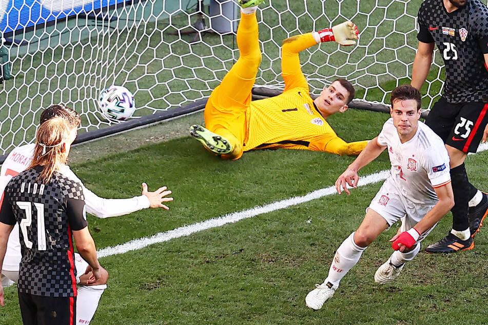 César Azpilicueta (r.) köpfte die spanische Nationalmannschaft gegen Kroatien im Achtelfinale der EM mit 2:1 in Führung.