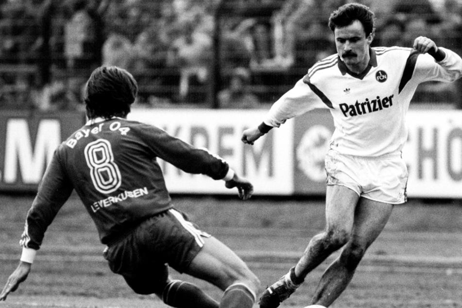 Frank Lippmann (60, r.) setzte sich 1986 in den Westen ab und spielte fortan für den 1. FC Nürnberg.