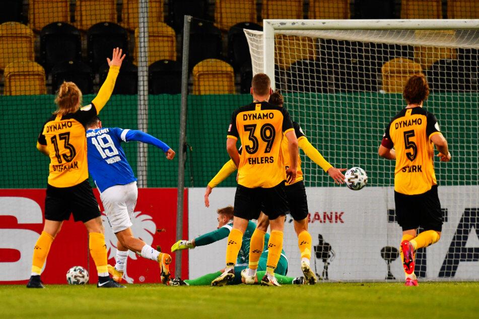 Es wurde deutlich: Lilien-Torjäger Serdar Dursun (2.v.l.) trifft in dieser Szene zum 3:0.