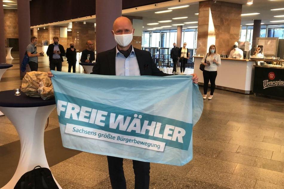 Matthias Eberlein (50, Freie Wähler) wartet gespannt auf die ersten Wahlergebnisse.
