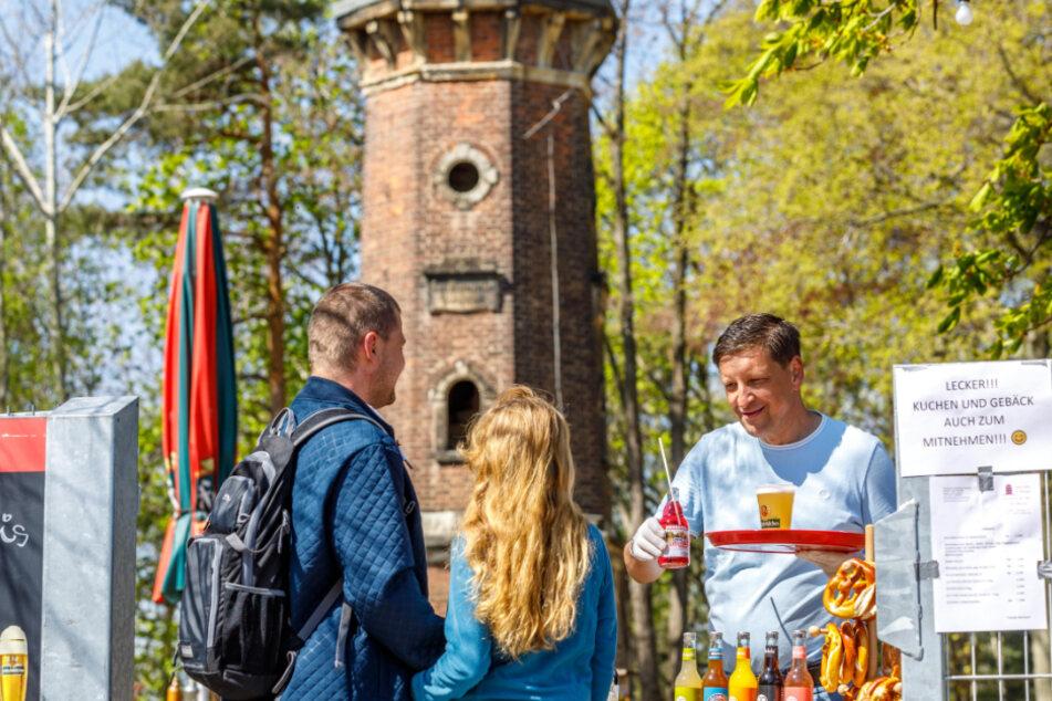 Jens Genschmar (51) verkauft Getränke im Straßenverkauf an Ausflugsgäste. Auch ihn wies das Ordnungsamt auf das vermeintliche Getränke-Verkaufsverbot hin.