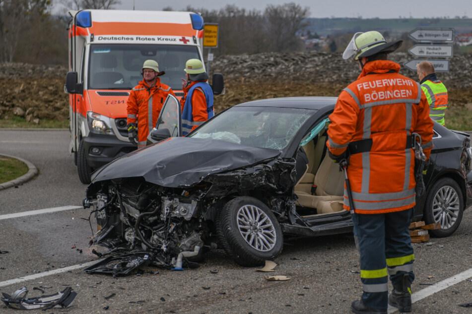 Audis krachen frontal zusammen: Zwei Menschen verletzt!