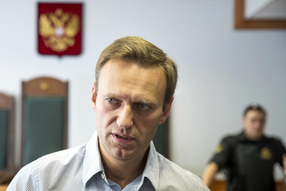 Der Fall Nawalny ist noch in aller Munde. Nun gibt es einen nächsten schweren Angriff auf einen Kremlkritiker.
